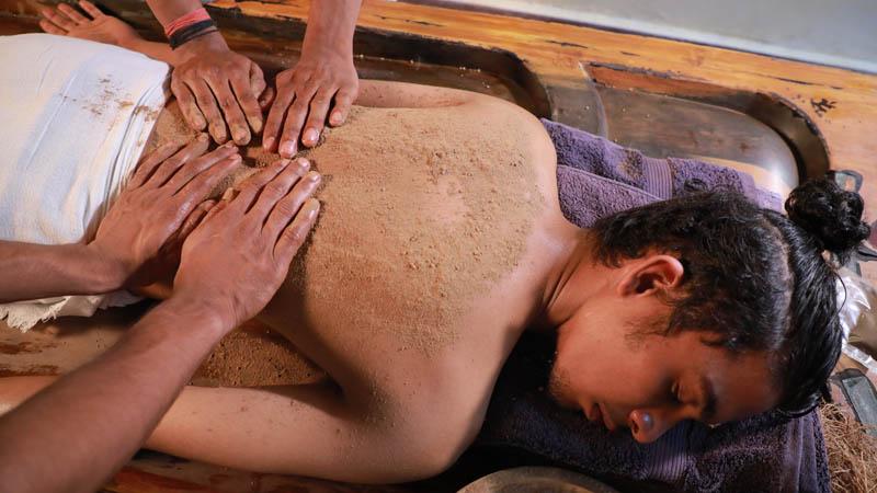 powder massage in sreekrishna ayurveda